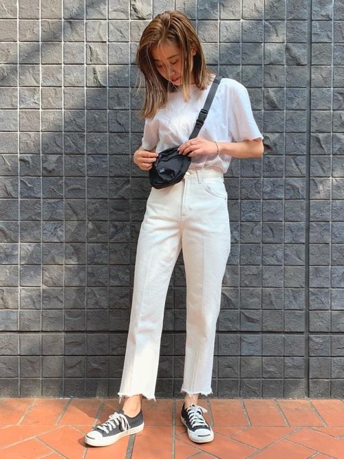 白パンツを使った33度の服装