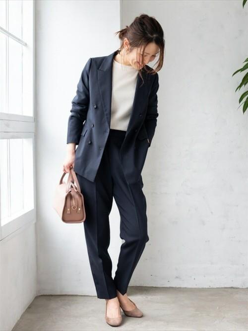 テーラードジャケットを使った会社見学の服装
