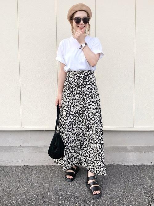 フレアスカートを使った夏のベレー帽コーデ