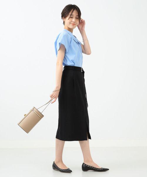 シャツとタイトスカート