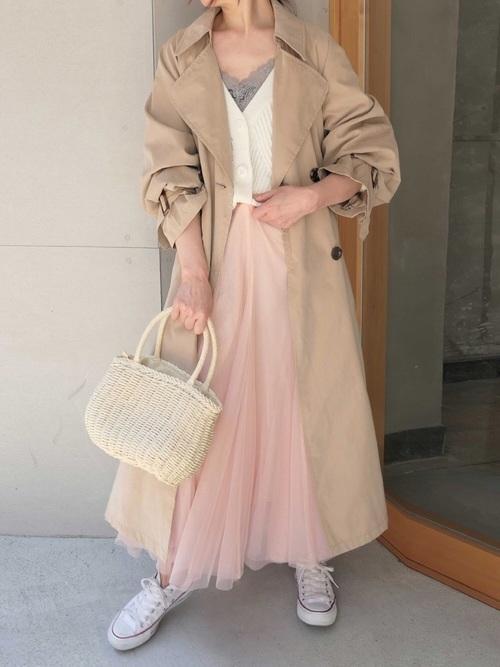 トレンチコート×ピンクのチュールスカート