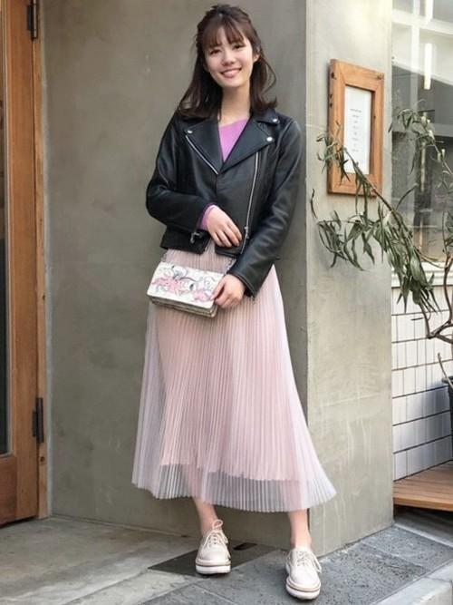ライダース×ピンクのチュールスカート