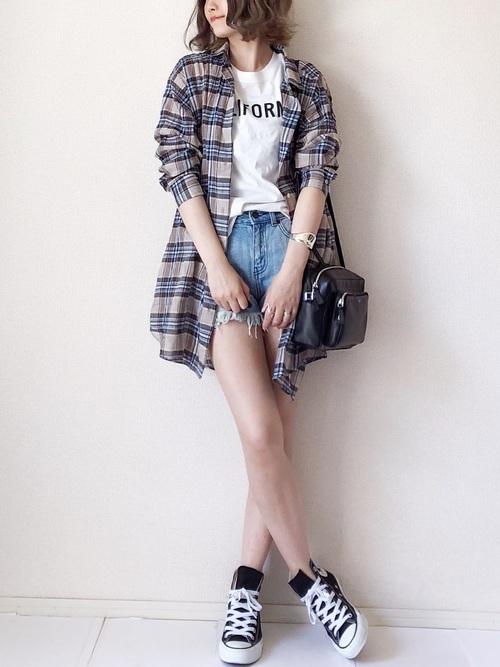 チェックシャツ×ショートパンツ