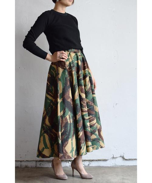 迷彩柄スカートの春コーデ