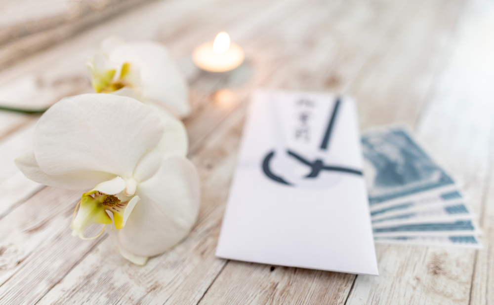 お花とお金と封筒