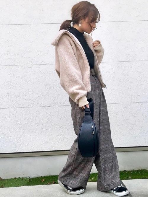 ベージュのフリースジャケットを使ったコーデ