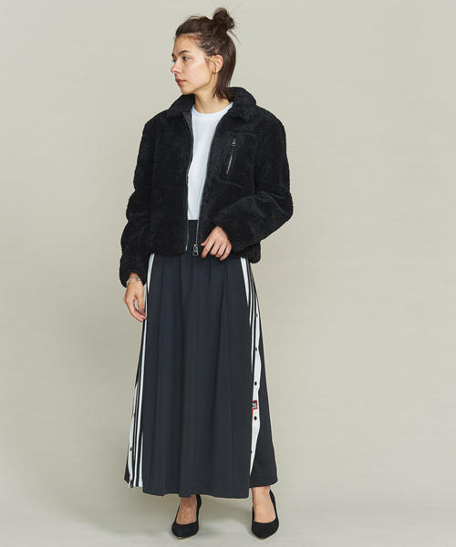 黒のフリースジャケットを使ったコーデ
