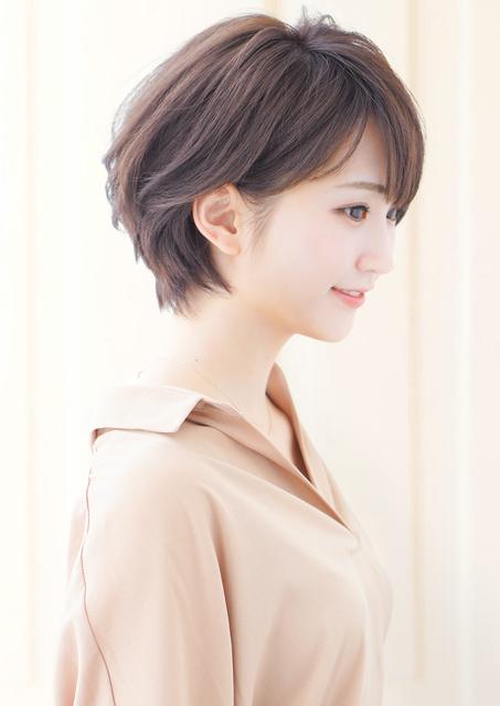 ショートヘア×耳掛けスタイル