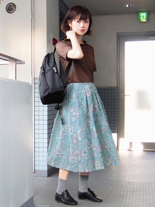 ミディ丈スカートを使った北欧ファッション
