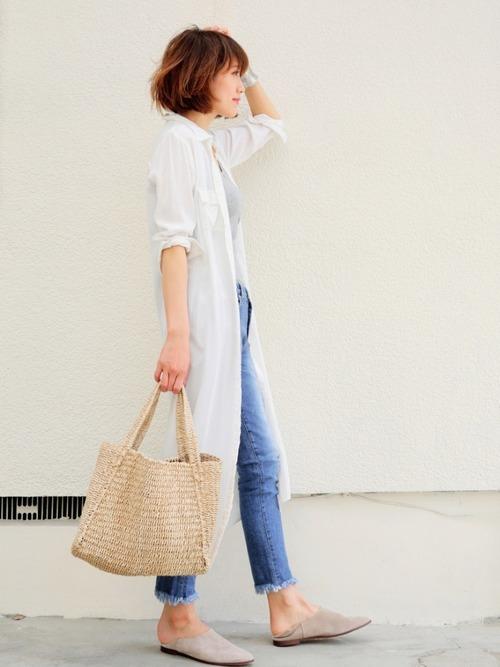 ロング丈白シャツ
