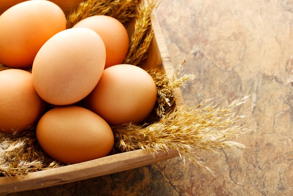かごに入れた卵