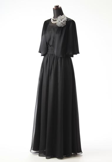 黒ロングドレスを使った結婚式の母親の服装