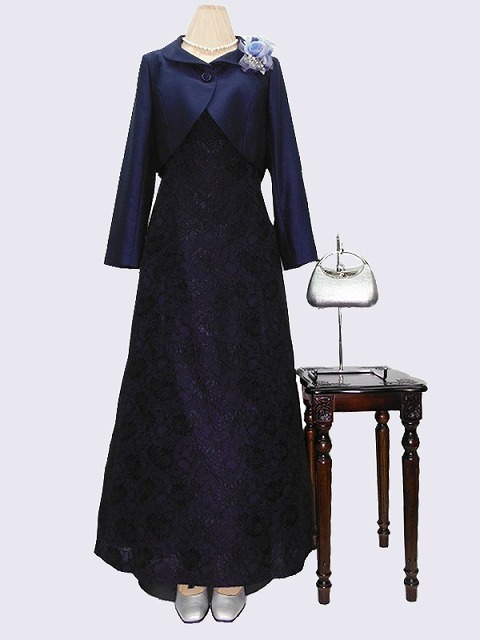 紺ワンピースを使った結婚式の母親の服装