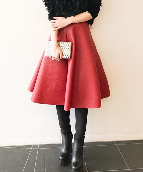 レザーのフレアスカート