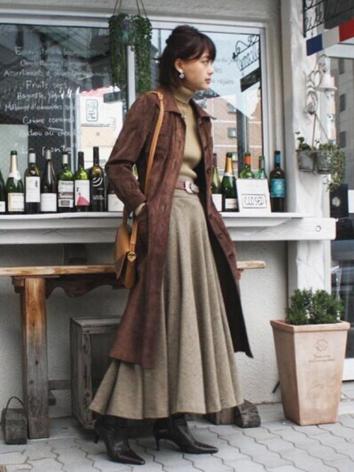 ロングコートとフレアスカート