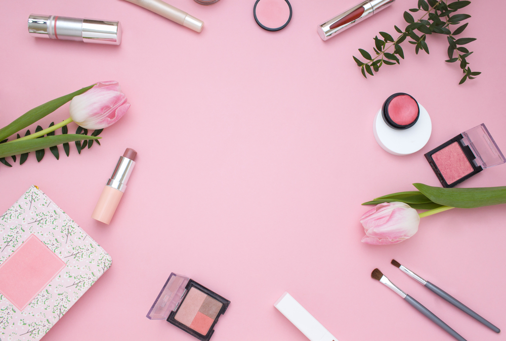 ピンクの壁紙とコスメ