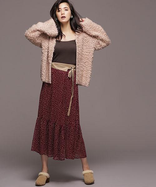秋冬にぴったりなボルドーのドットスカート