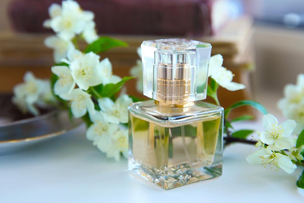 ジャスミンの花と香水