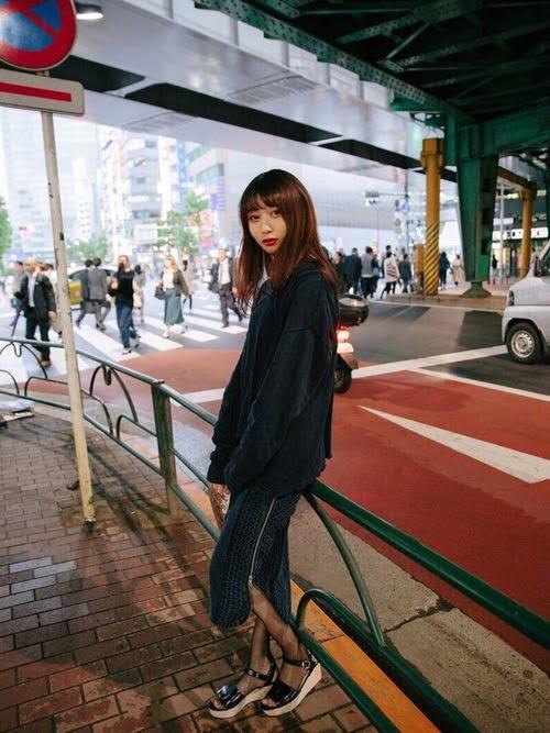 ストッキングを使ったコーディネート【1】春:足元を軽やかにした季節の変わり目ファッション