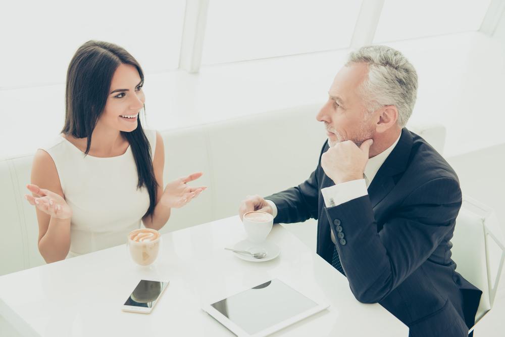 退職前の有給休暇のスケジュールを相談している女性