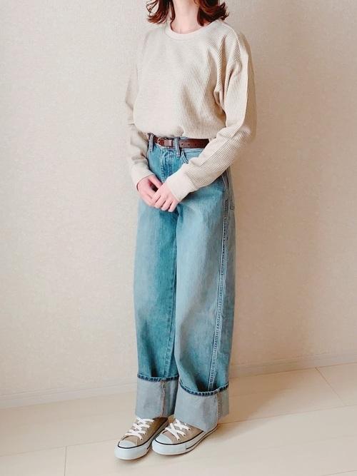 デニムパンツを使ったラウンジの服装