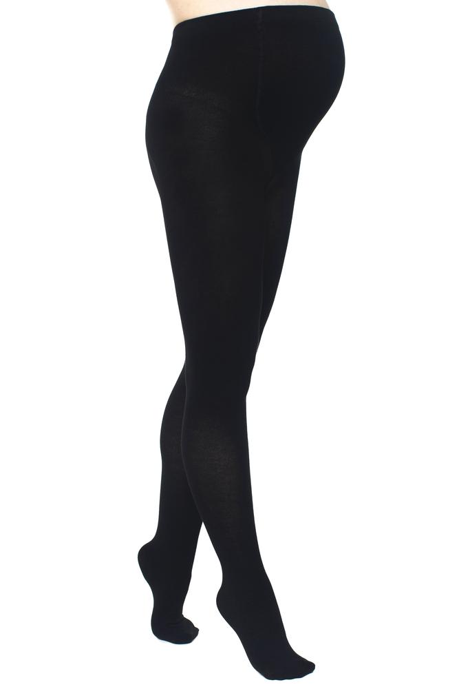 マタニティタイツを履いた女性の足元