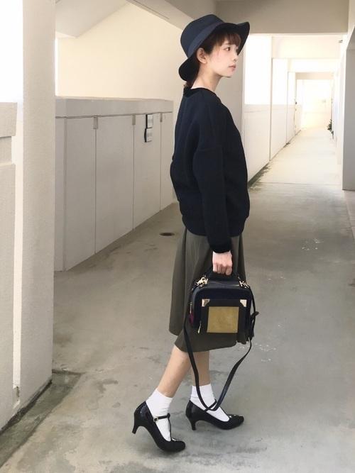 靴下×黒ストラップパンプス