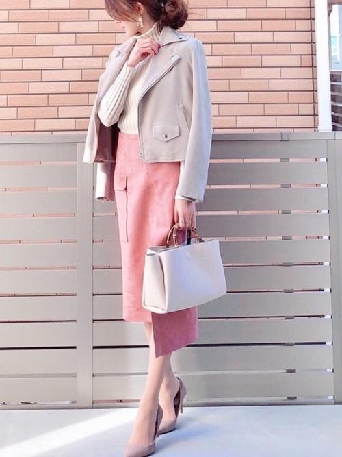 くすみピンクのタイトスカート