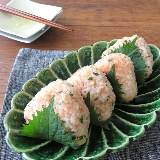 お弁当やおつまみに 明太子と青じそのおにぎりのレシピ