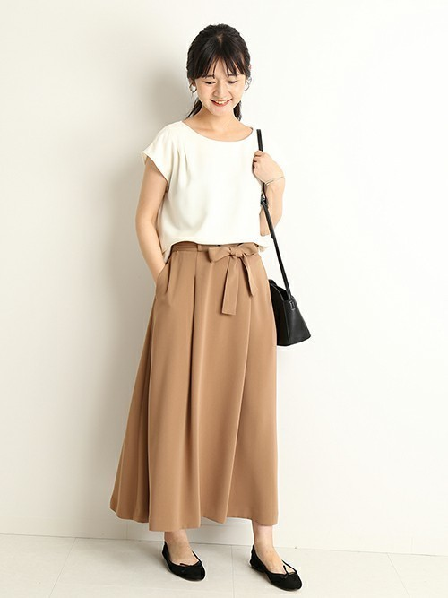 フレアスカートを使った料亭の服装