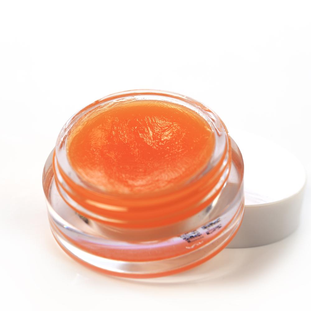 オレンジのカラーのリップバーム