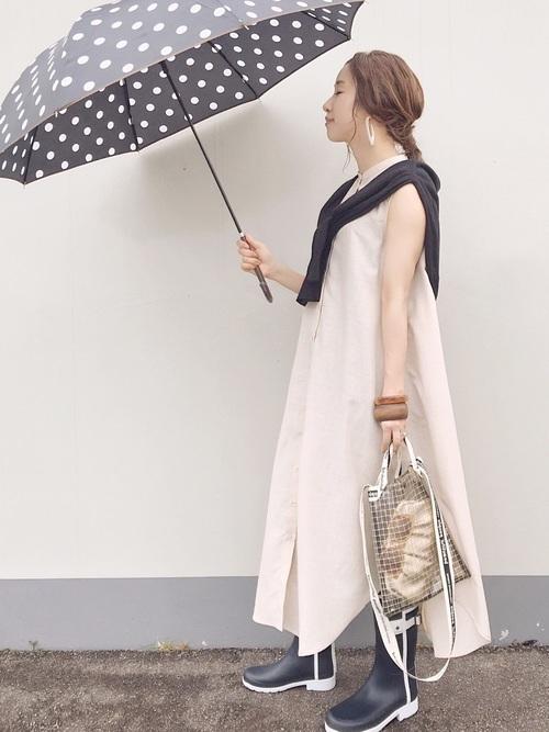 気温30度の雨の日の服装