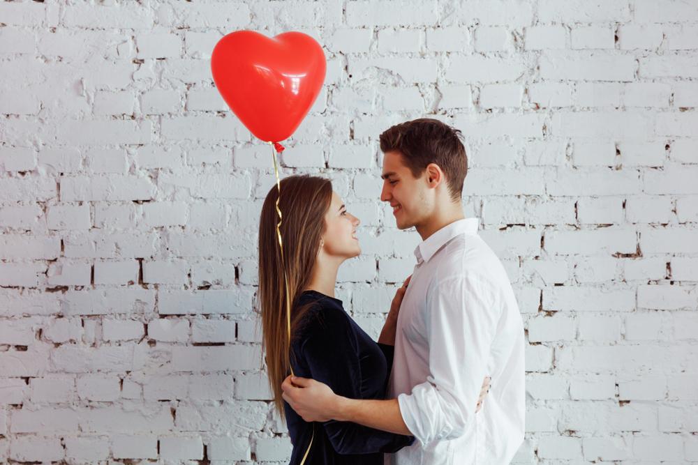 社会人と学生のカップル