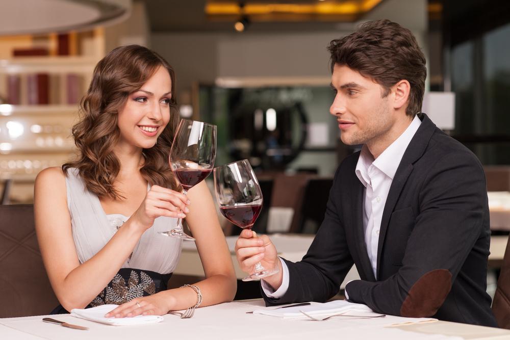ディナー中のカップル