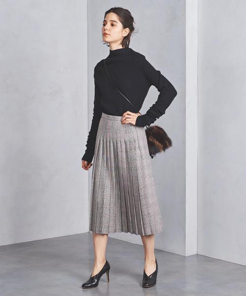 グレンチェックのミモレ丈プリーツスカートを使ったコーデ