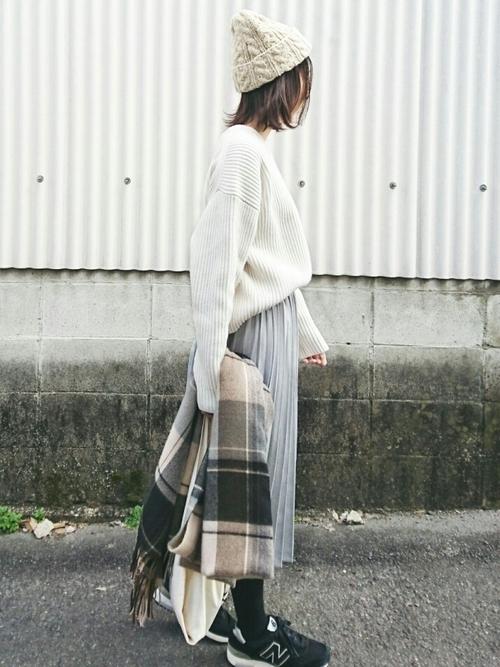 ミモレ丈のプリーツスカートを使ったコーデ