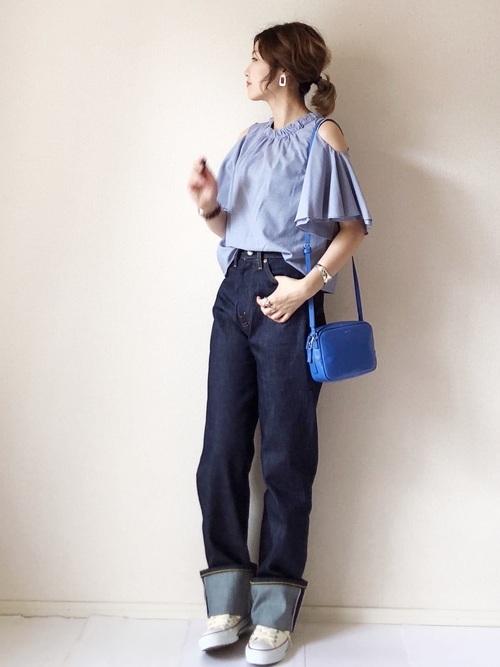 オープンショルダーの夏服コーデ