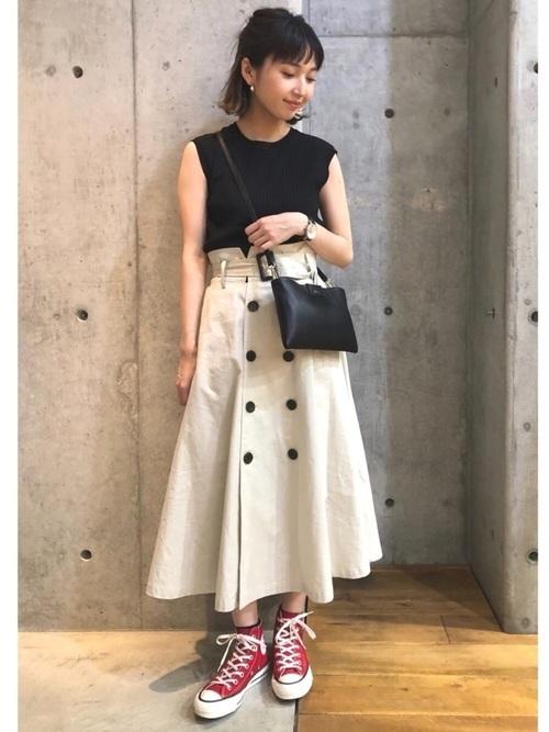 トレンチスカートの夏服コーデ