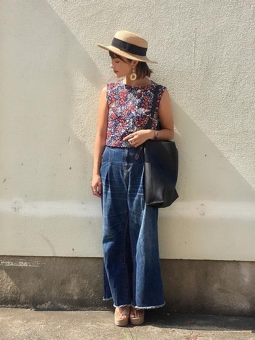 デニムワイドパンツで大人カジュアルな夏服のコーデ