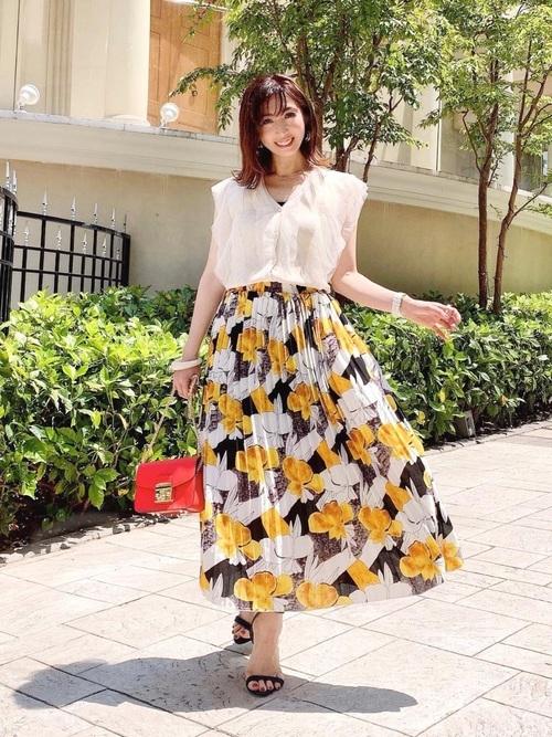 ブラウス×花柄スカート