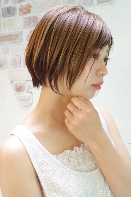 ストレートのショートヘア×濡れ髪