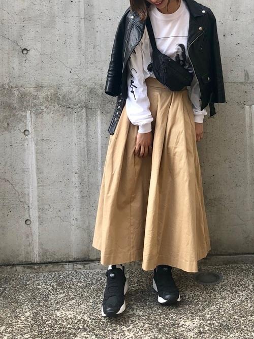 ライダース×チノロングスカートのコーデ