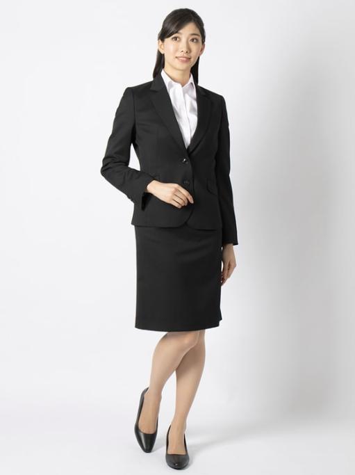 スーツを使った内定者懇親会の服装