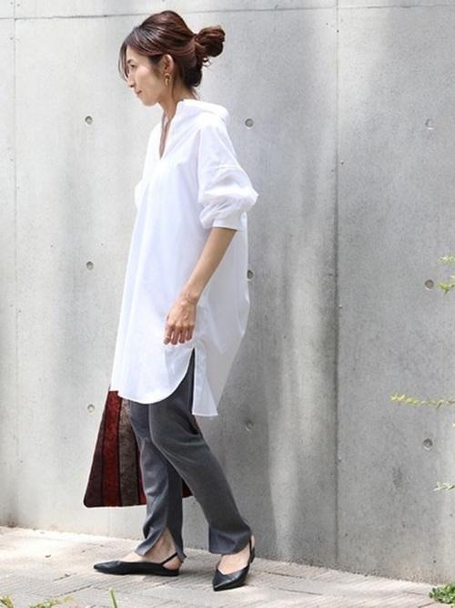 白のシャツワンピを使ったコーデ