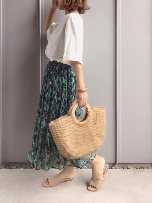 花柄スカートを使ったアラフィフカジュアルコーデ