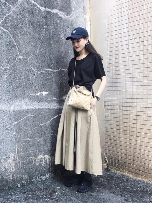 ボリュームスカートを使ったコーデ【6】かっこいいイメージで: