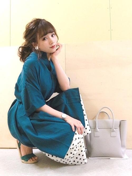 深緑のワンピース×ドット柄スカート
