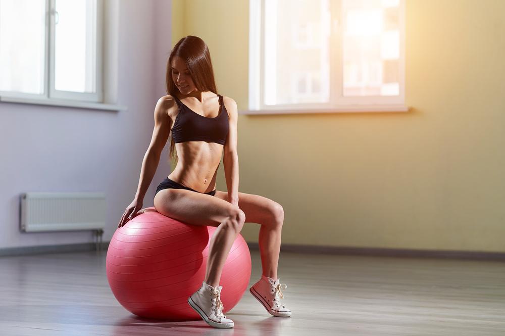 下腹ぽっこりを改善するダイエットのやり方 バランスボール
