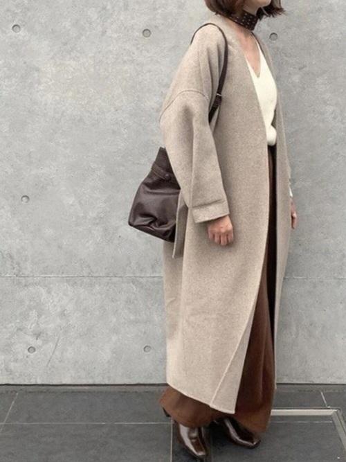 ノーカラーコートにスカーフをプラスした冬コーデ