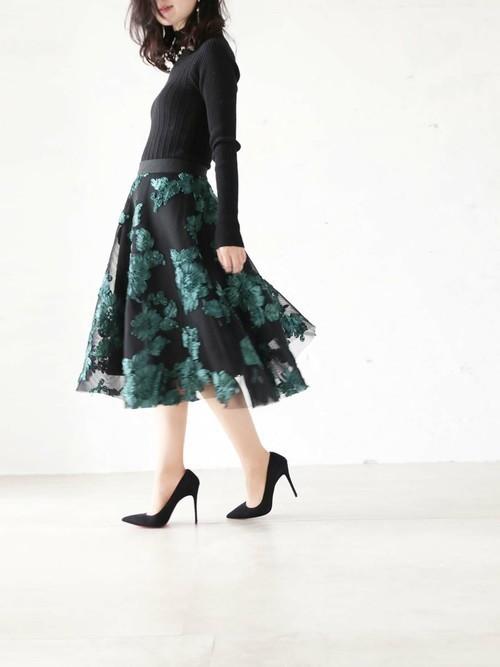 黒で統一したエレガントファッション
